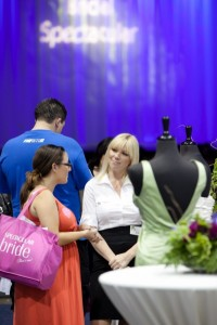 bride talks to vendor at bridal show