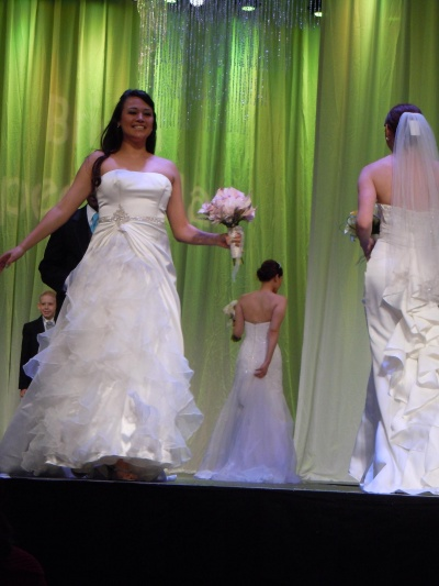 Select vegas wedding dress thousands wedding dresses for Vegas wedding show