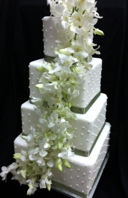 Cili RestaurantHyten Jamiel Wedding Cake 260x400 Bridal Spectacular Spotlight: Cili Restaurant at Bali Hai Golf Club