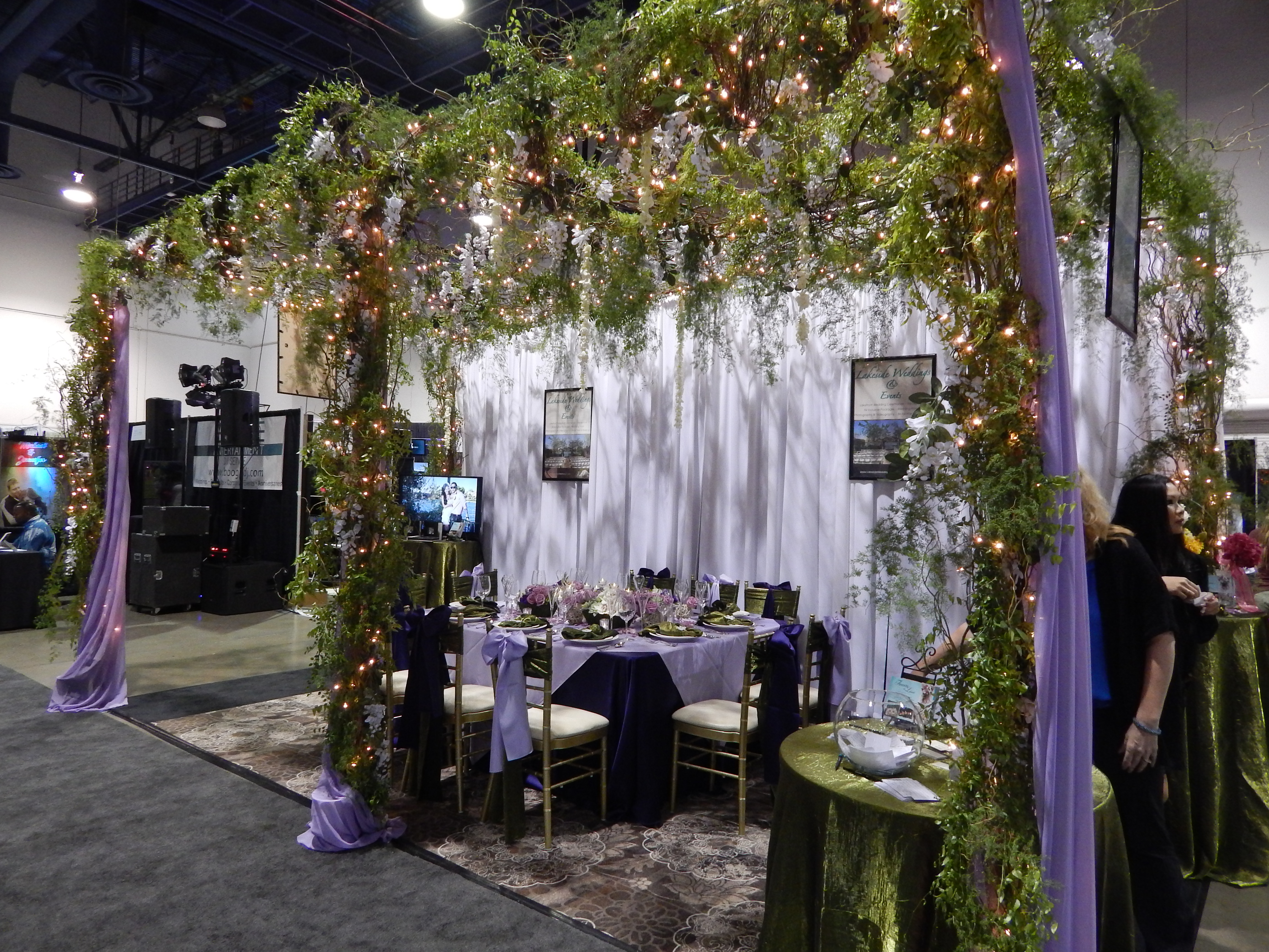 Lakesides fabulous display receives dazzle award for Vegas wedding show