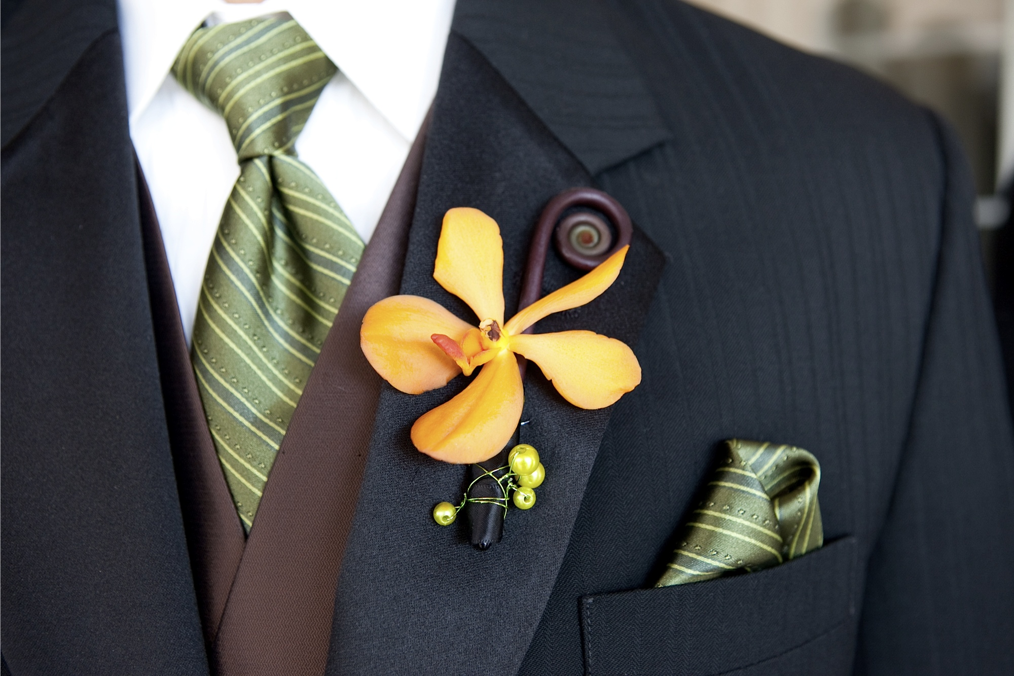 Tips and ideas when choosing your Groom's wedding flowers.