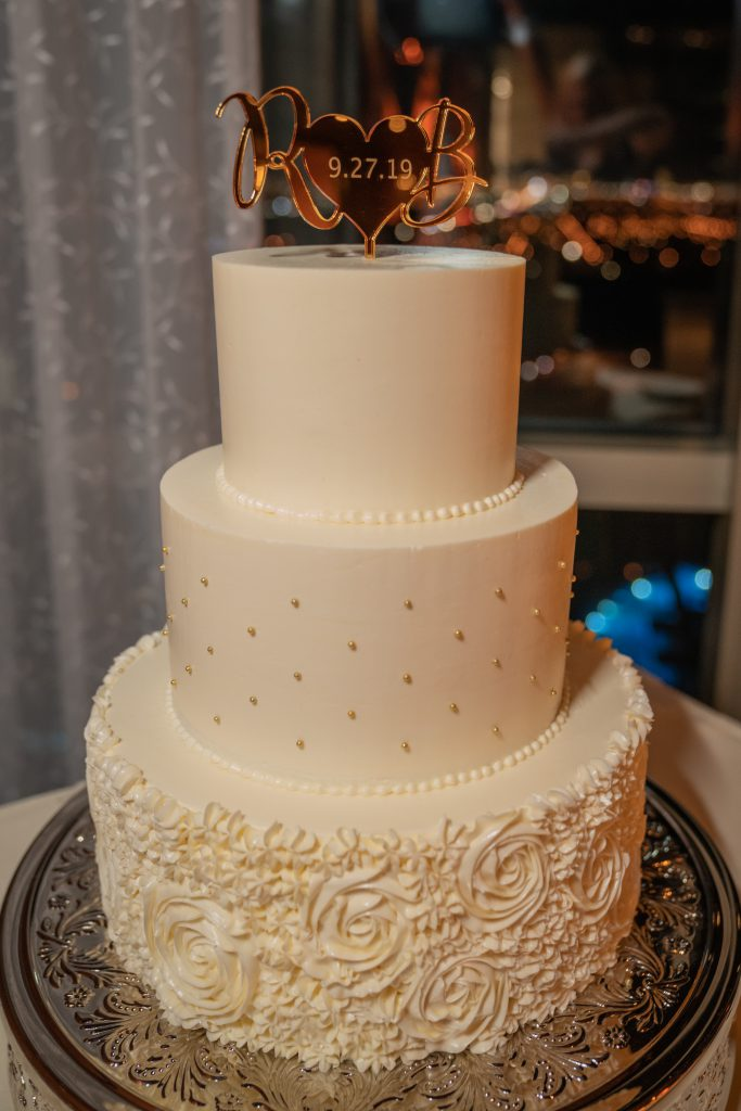 White Cake at a luxurious las vegas destination wedding.